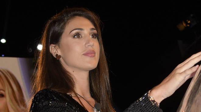 Capri, Cecilia Rodriguez convocata in commissariato: ha il permesso ...
