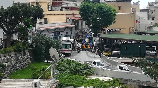 incidente ambulanza positano via depuratore