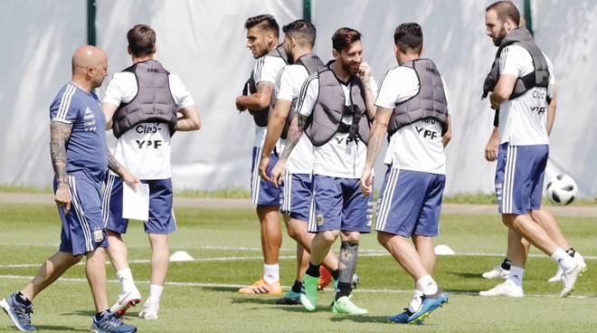 Mondiali,Clamoroso ammutinamento nell'Argentina, il presidente federale appoggia Messi