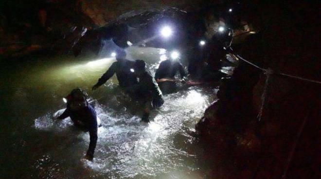 12 ragazzi scomparsi grotta