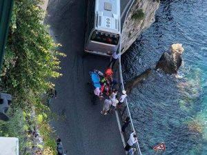 foto incidente Amalfi ragazzo schiacciato ringhiera fanpage