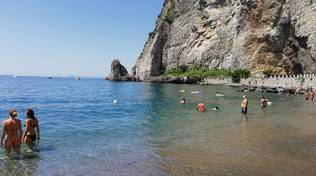 Meta Sorrento spiaggia la Conca Alimuri