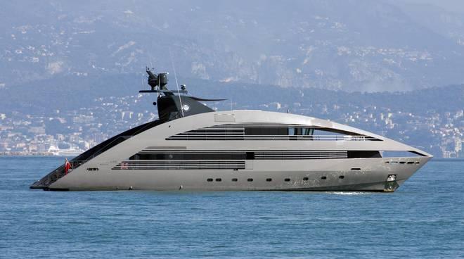 Tra Positano e Capri c'è il Flag, lo yacht di Tommy Hilfiger: tutti i  panfili da sogno in mare - Positanonews