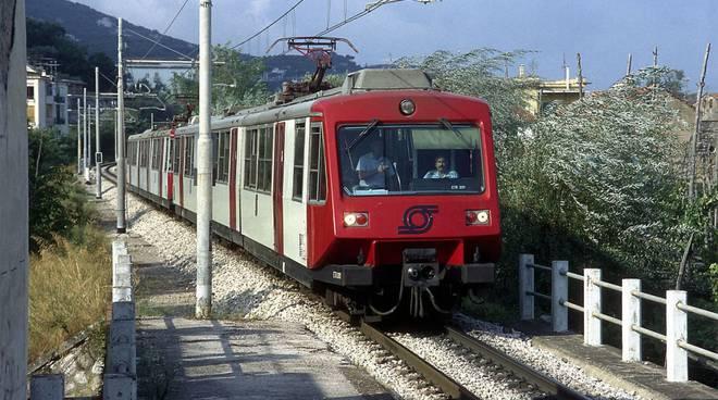 Principio di incendio su un treno della Circumvesuviana