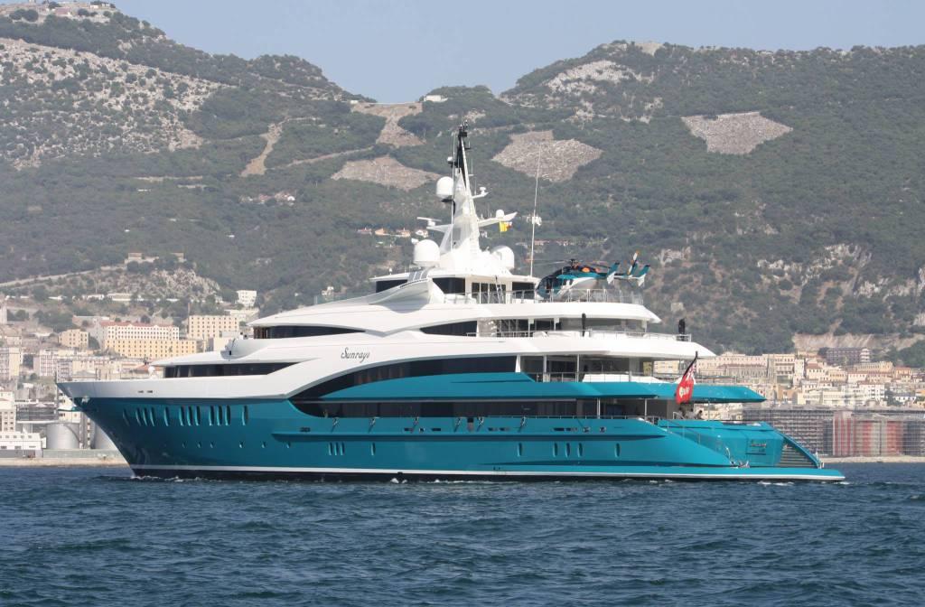 Tra Positano e Capri c'è il Flag, lo yacht di Tommy Hilfiger