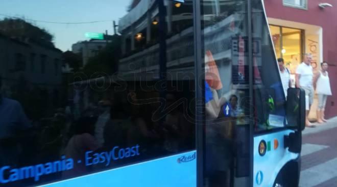 turisti sardine autobus interno positano