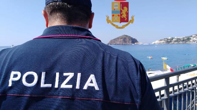 Ad Ischia controlli serrati della Polizia contro i venditori abusivi