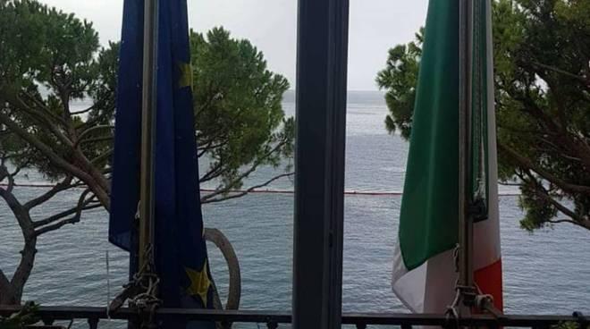Amalfi.Bandiere a mezz'asta