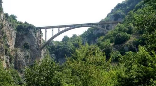 Il ponte che collega Sacco e Roscigno