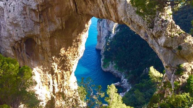 Proteste contro la privatizzazione dell'Arco Naturale di Capri