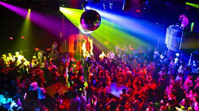 Rissa nella notte di ferragosto in una discoteca di Ischia