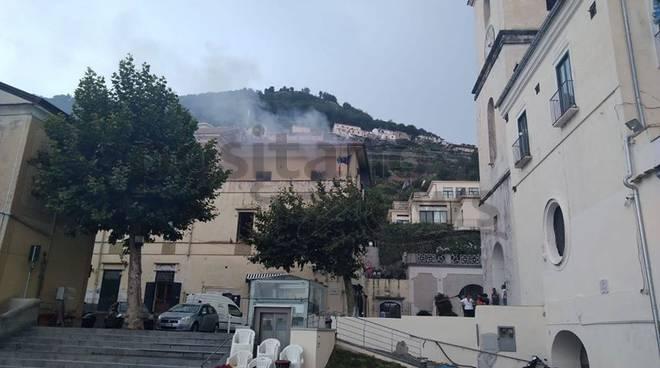 Scala, municipio a fuoco: forse incendiati anche documenti