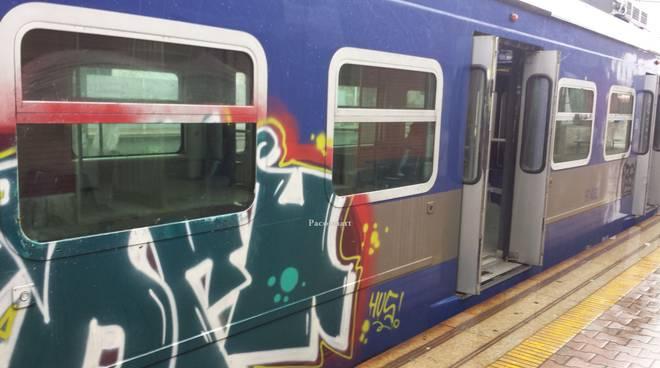 Uomo investito da un treno della Cumana a Pozzuoli