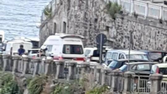 Ambulanza 118 traffico Atrani Amalfi
