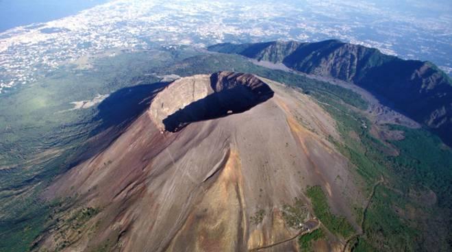 Vesuvio e Campi Flegrei, il rischio di eruzione c'è ed è reale
