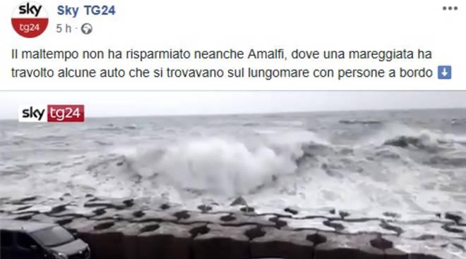 Amalfi, il video della mareggiata su Sky TG24
