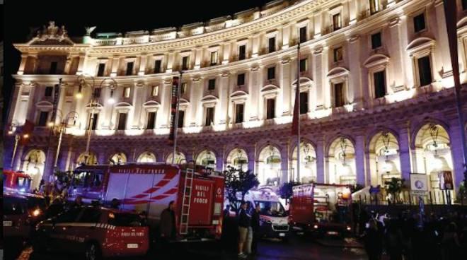 CROLLO NELLA METRO -Cede un tratto di una scala mobile in centro a Roma: almeno 24  tifosi russi coinvolti