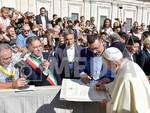 il-papa-riceve-la-comunita-di-minori-e-le-reliquie-di-santa-trofimena-3233386