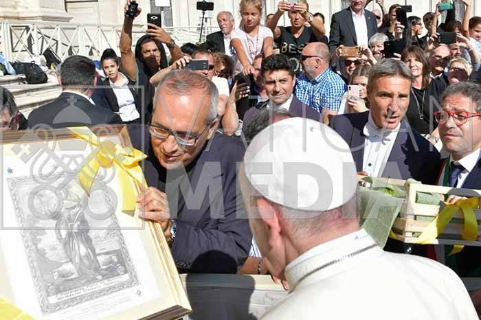 il-papa-riceve-la-comunita-di-minori-e-le-reliquie-di-santa-trofimena-3233395