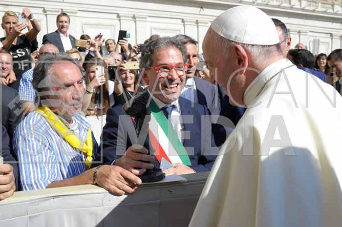 il-papa-riceve-la-comunita-di-minori-e-le-reliquie-di-santa-trofimena-3233398