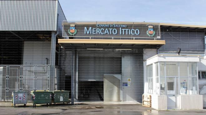 """Salerno:""""Guerra"""" al mercato ittico, 4 arresti. Coinvolti nell'indagine anche due carabinieri."""
