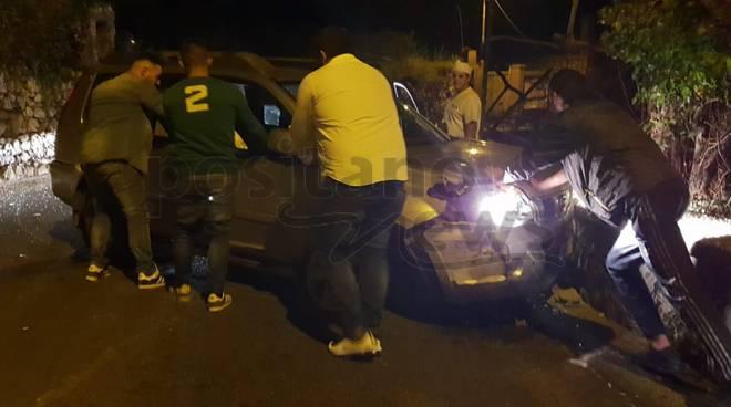 Vico Equense. Incidente in località Bonea, auto perde il controllo e si schianta contro un muretto