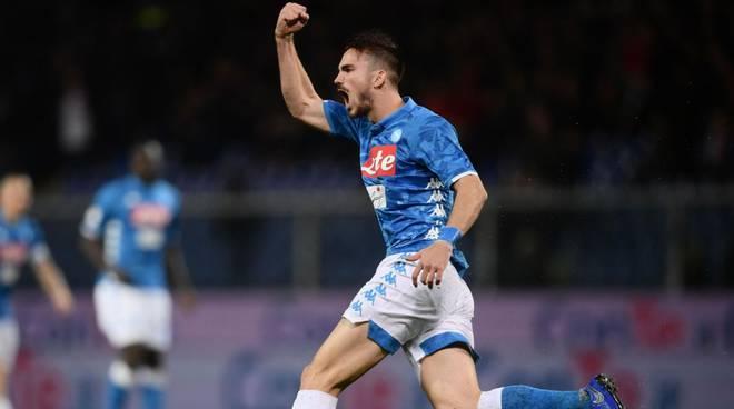 Il Napoli non molla neanche sotto il dluvio di Marassi Genoa battuto 2-1
