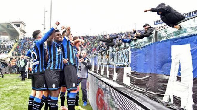 L'Inter crolla a Bergamo e si ferma dopo sette vittorie consecutive.Napoli da solo al secondo posto