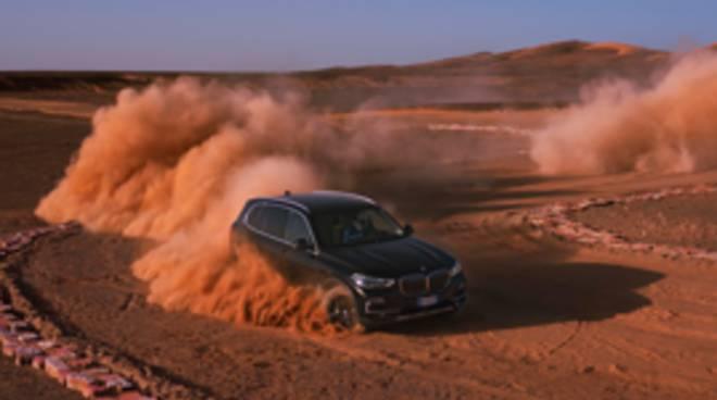 Nuova Bmw X5, nel deserto del Sahara come a Monza