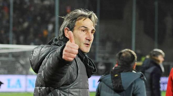 Salernitana aGregucci Firmato un contratto fino al 2020 è il suo terzo ritorno in granata Il tecnico: «Sono
