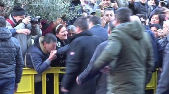 Baciamano a Salvini