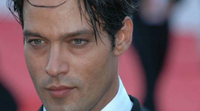 Gabriel Garko morto: la fake news fa infuriare l'attore