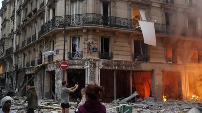 Parigi opera esplosione