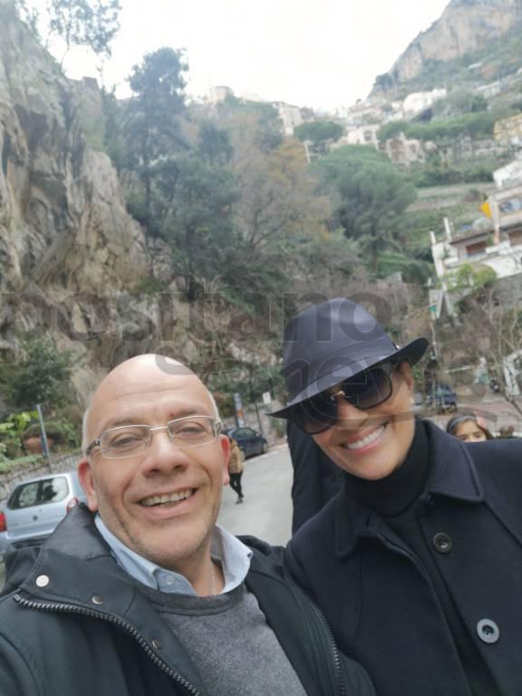 Positano, avvistata la showgirl Heather Parisi: tappa a La Cambusa
