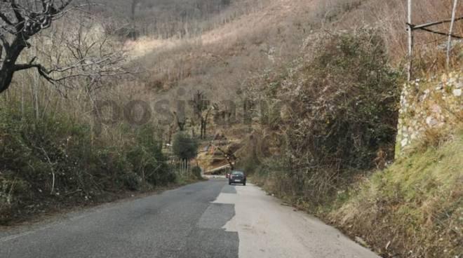 Valico di Chiunzi abbandonato buche e spazzatura ne fanno da padrone