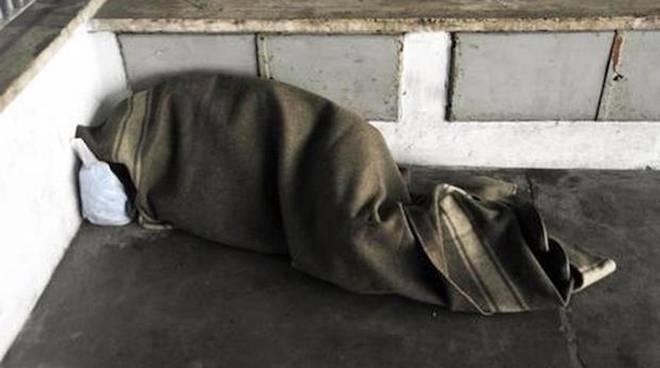 Clochard muore per il freddo