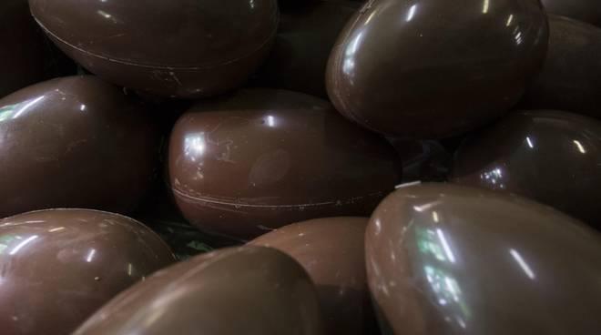Droga nascosta negli ovetti di cioccolata