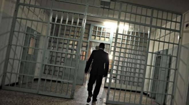 Lite nel carcere di Fuorni