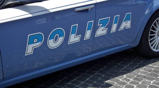 Poliziotto aggredito con una zappa
