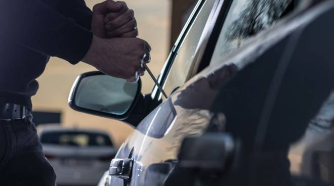 Auto rubata a Castellammare