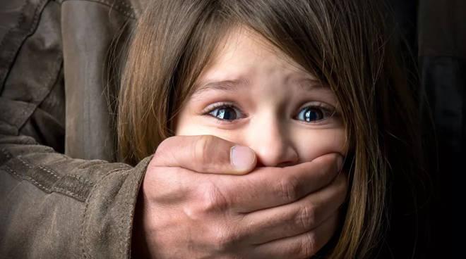 Cetara: Pedofilia - Uomo trovato in bagno con un bambino ...