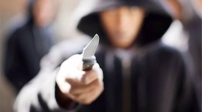 rapina mano armata coltello