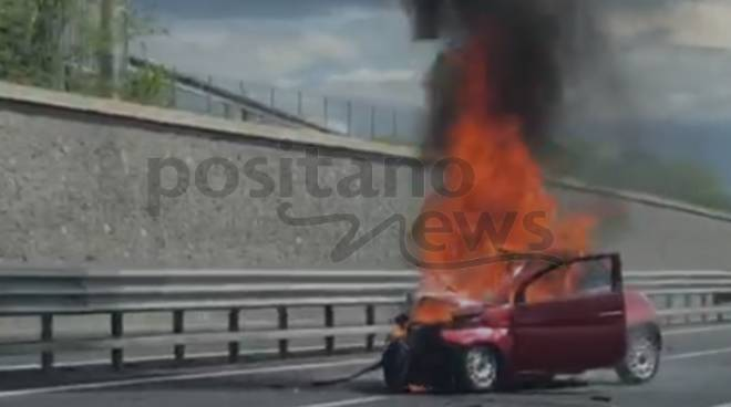 incidente sull'A3 auto in fiamme