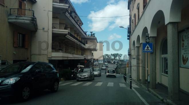 -VENDESI LOCALE COMMERCIALE A PIANO DI SORRENTO-