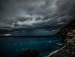 Positano foto virali del maltempo e l'arcobaleno a mare