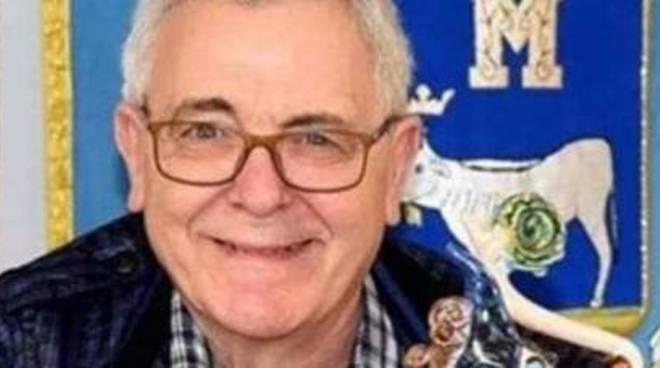 «La musica è troppo alta»: 83enne scende in strada e spara, un morto e due feriti nel Napoletano