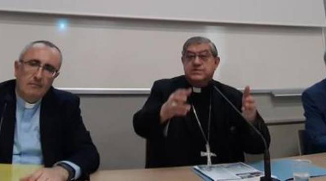Migranti, la visita del papa a Napoli. Sepe: «Città aperta, se si chiude muore»