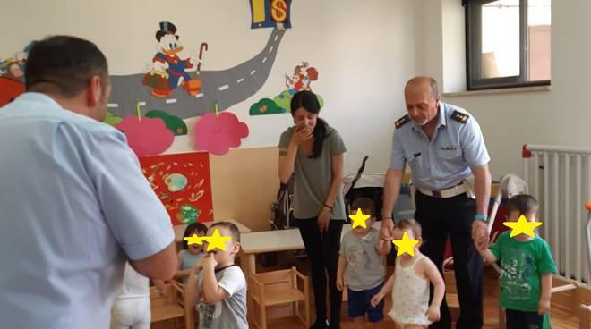 Ieri mattina incontro  della Polizia Locale del Comando coi bimbi dell'asilo nido