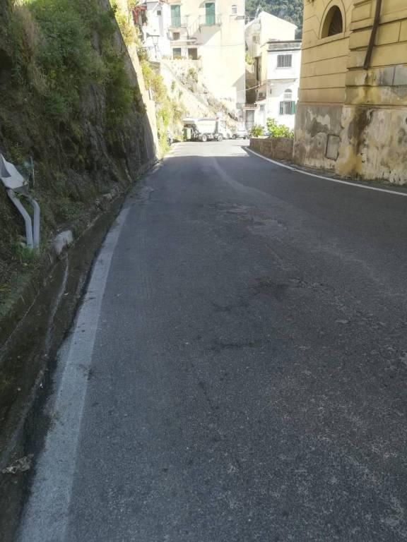 minori-pulizia-della-strada-di-ingresso-al-paese-della-costa-d-amalfi-3254148