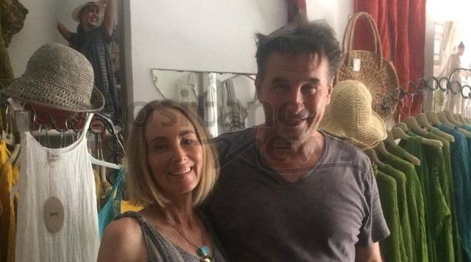 William Baldwin e Chyanna Phillis a positano